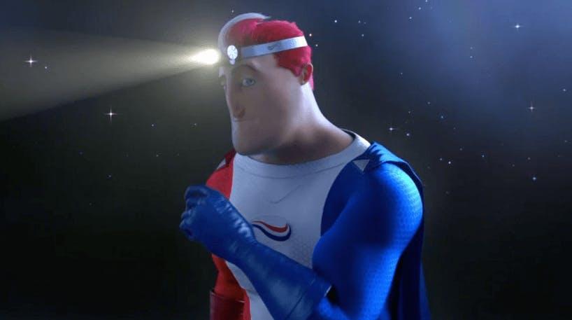 Der Superheld  von Odol-med3 in der Dunkelheit mit seiner Stirnlampe leuchtend.