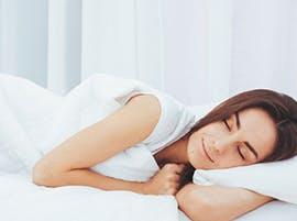 suenos_saludables_mujer_durmiendo_reducida