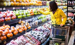 Woman shopping for fresh immune system boosting produce