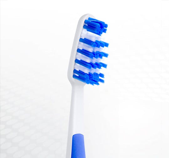 Detailansicht des Bürstenkopfes der Dr.BEST Hoch-Tief Zahnbürste