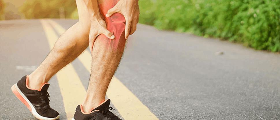 Man holding sore knee