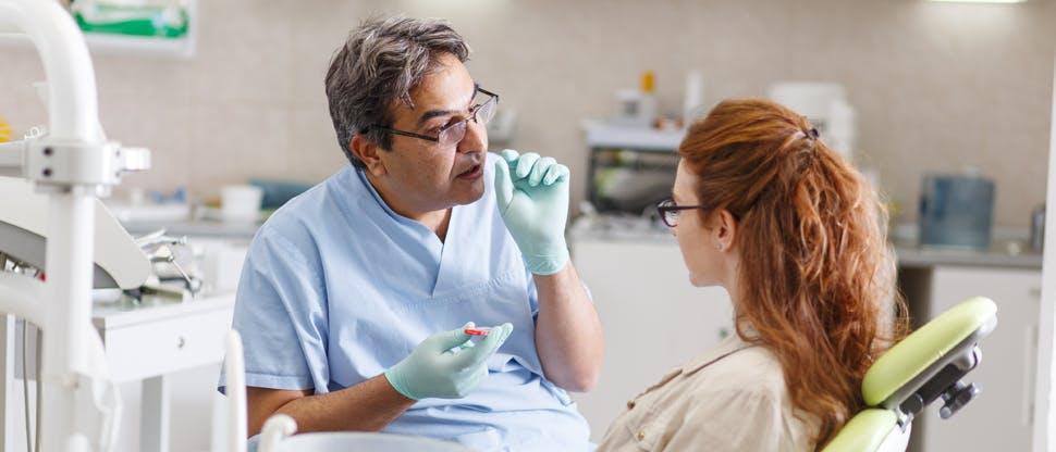 Un dentiste pose une question