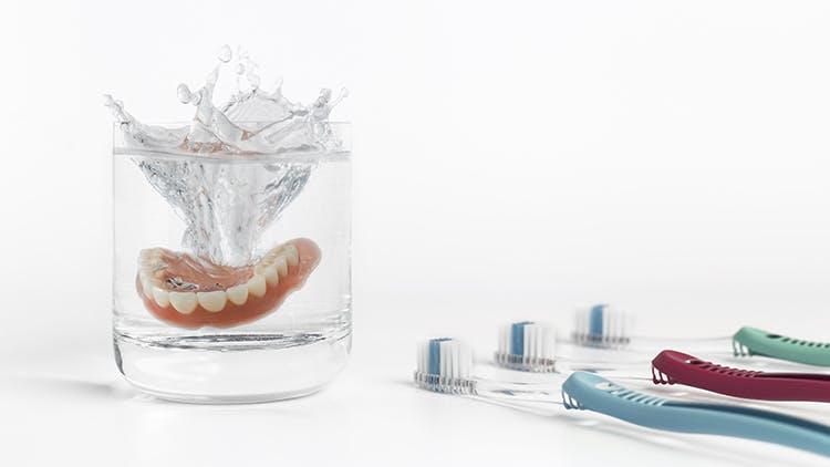 義歯、毎日のホームケア