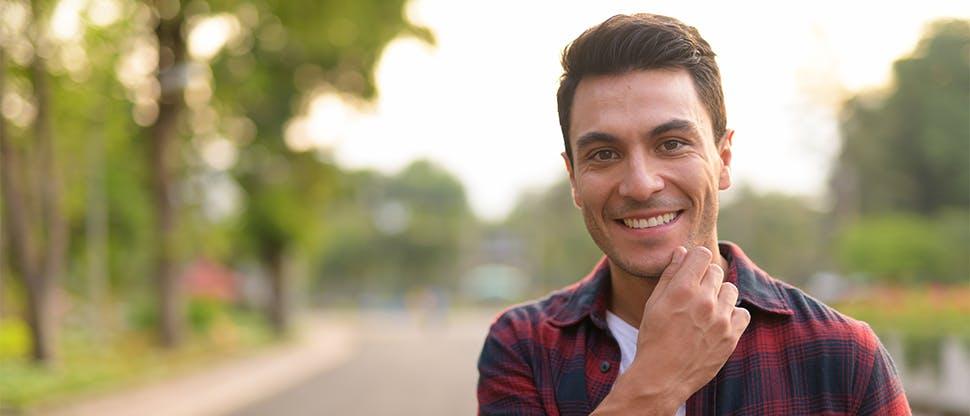 улыбающийся человек