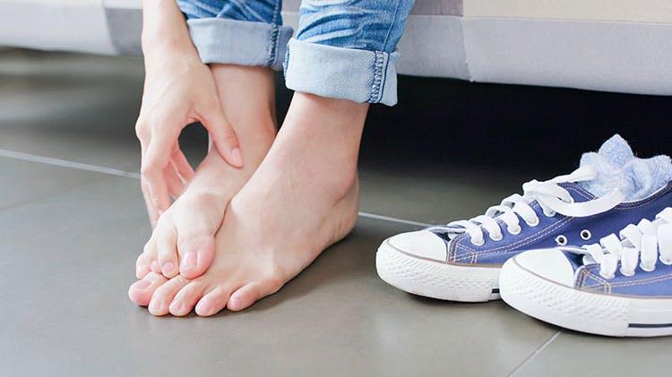 Зудящие ноги и кроссовки