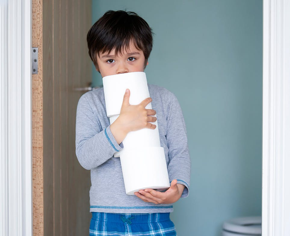 طفل يعاني من الإسهال