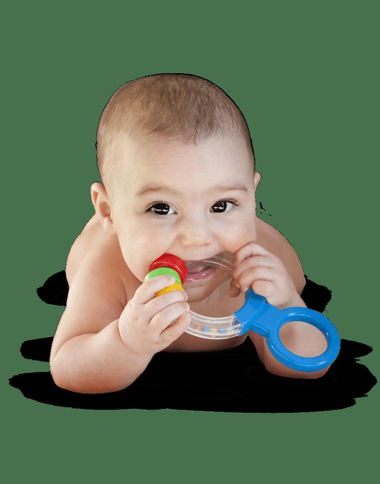 Bebé mordiendo un juguete apra dentición.