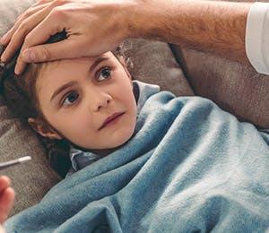 Lectura de la temperatura en una niña.