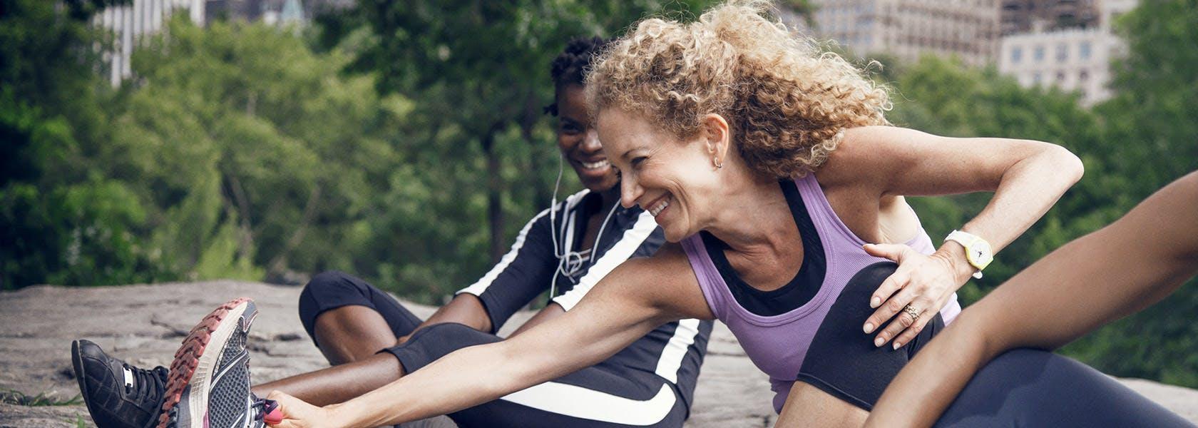 Kvinder varmer op inden træning