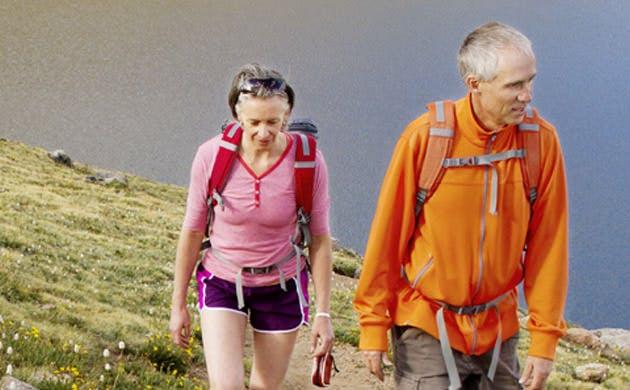Et par er på vandretur