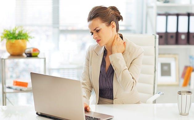 Nữ doanh nhân bị đau cổ