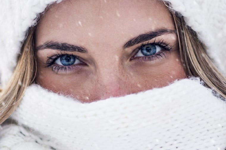 Woman with tooth sensitivity to cold outside