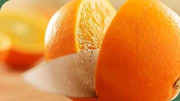 Les oranges et autres fruits peuvent abîmer l'émail dentaire et causer une érosion des dents.