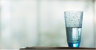 Door regelmatig te flossen kun je het glazuur op je tanden herstellen