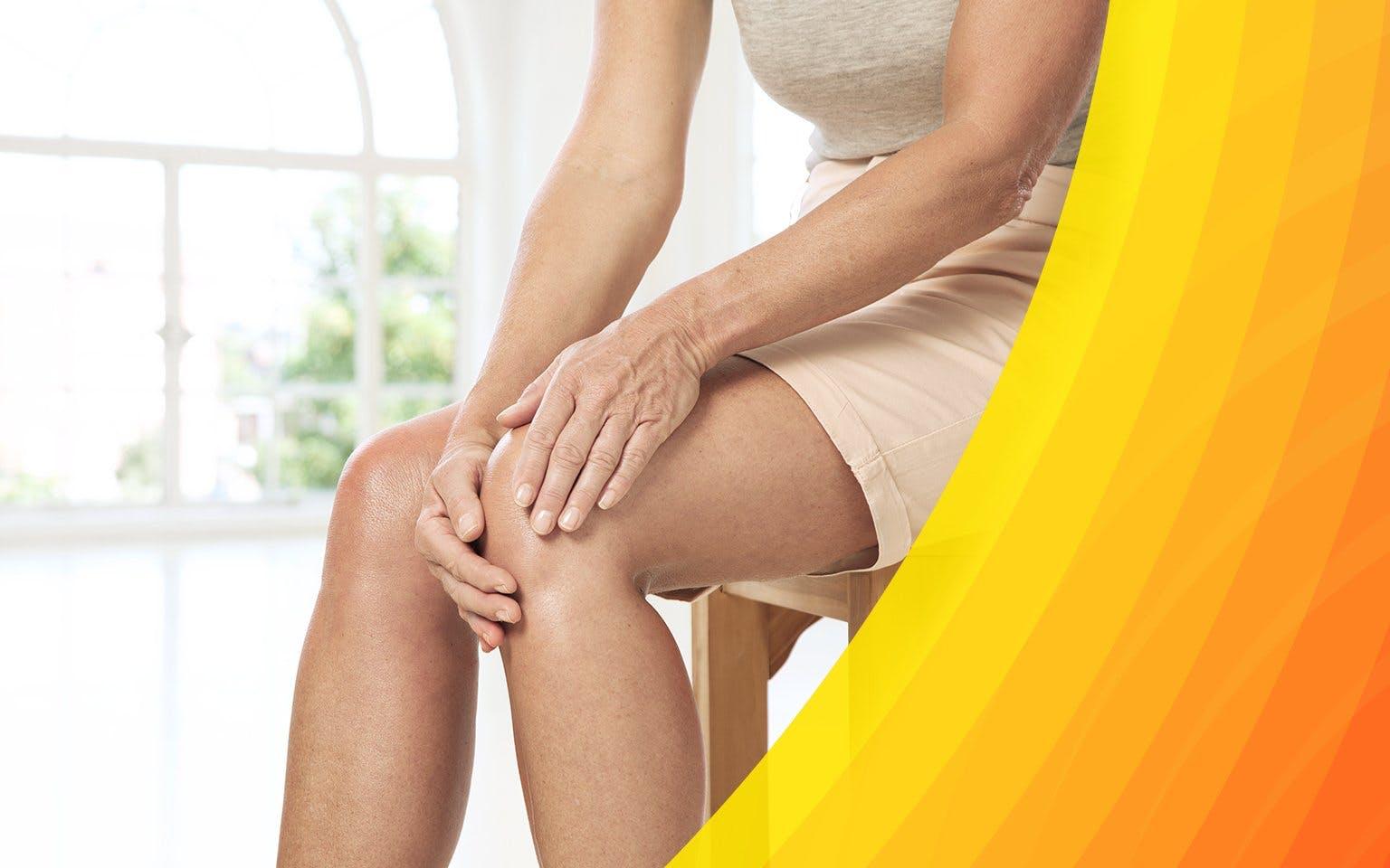 Kobieta łapiąca się za bolące kolano